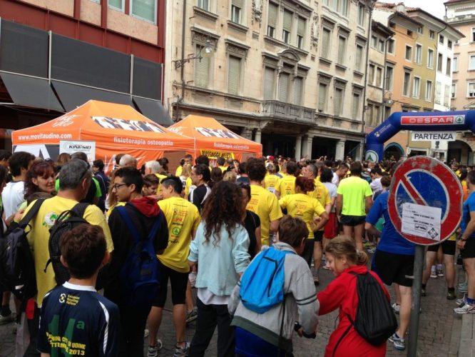 Movita fisioterapia osteopatia alla Maratonina Città di Udine 2013_1